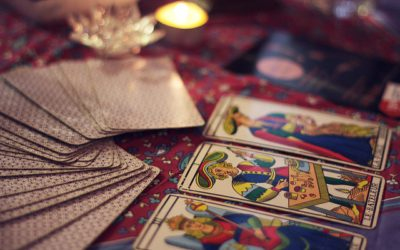How Are Tarot And Oracle Cards Different?